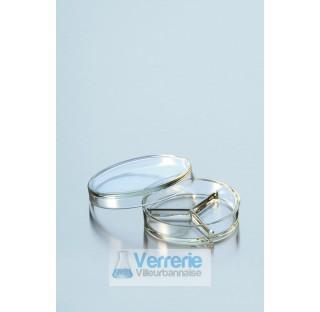 Boite de Petri pressee, divise en trois compartiments, diametre 100 mm hauteur 20 mm  . Duran Schott