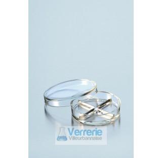 Boite de Petri pressee, divise en quatre compartiments, diametre 100 mm hauteur 20 mm  . Duran Schot