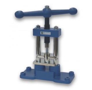 Compacteur C 21 IKA pour reduire la matiere en poudre Num. de serie:
